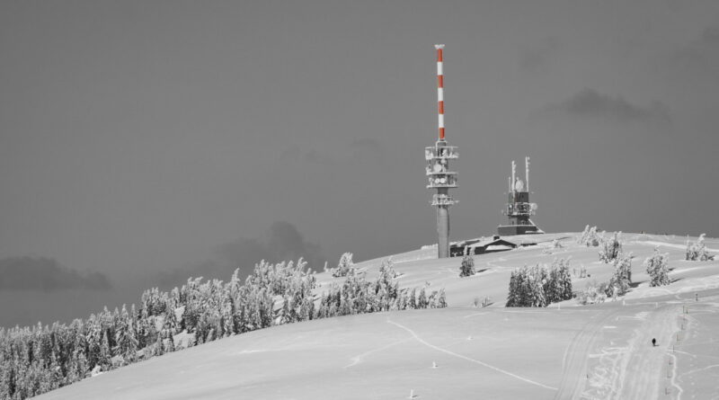 photo of a relay station from pexels.com